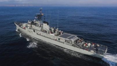 25 de Abril: Navio da Marinha aberto a visitas no Porto da Horta