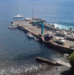 Nova grua em junho para os pescadores do Corvo
