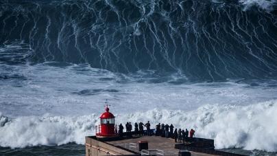 Dez ondas gigantes da Nazaré candidatas a prémios da liga mundial de surf