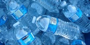 Reino Unido: Em breve quem comprar garrafas de plástico terá de pagar uma taxa de depósito