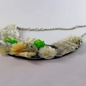 Flores do Mar: Ateliê de iniciação ao trabalho em escamas de peixe no  museu de Angra do Heroísmo