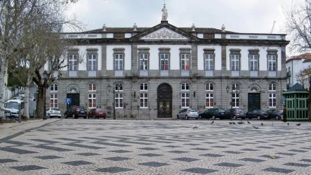 Por unanimidade a assembleia Municipal de Angra critica política de transportes (Som)