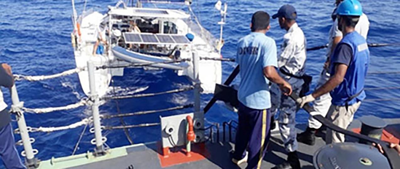 Família açoriana que dá a volta ao mundo ficou sem combustível e foi auxiliada em zona de risco de pirataria na Somália