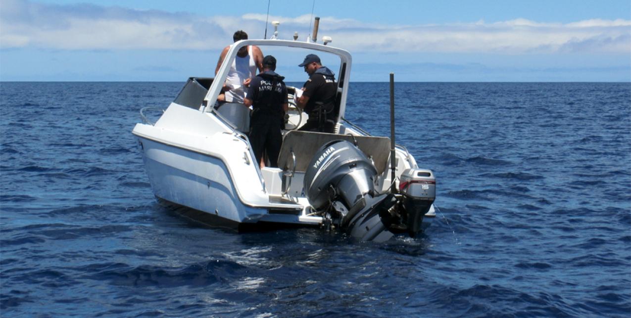 Polícia Marítima impede atividade de apanha ilegal de lapas junto ao ilhéu do Topo, na ilha de São Jorge