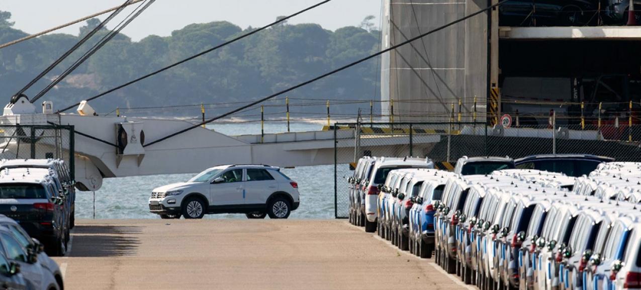 O porto de Leixões recebe automóveis da Autoeuropa