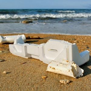 CONCURSO // Como retirar a esferovite dos oceanos? Há 25 mil euros para a melhor solução