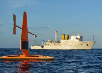 Navio da Marinha investiga zonas para sucesso de aquicultura