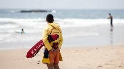 Nadadores-salvadores podem vir a ter de usar máscara, óculos e bata