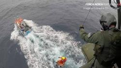 """Força Aérea resgata homem do pesqueiro """"Paulo Guitas"""""""