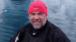 """Miguel Lacerda: """"O tonto e fritado da cabeça"""" que tira lixo nos Oceanos desde 1981"""